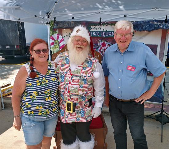 Oshkosh Farmers Market with Santa